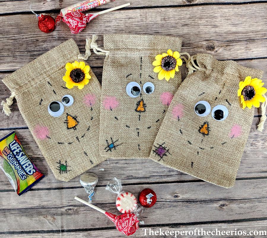 scarecrow-burlap-treat-bags-6