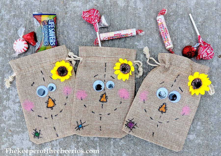 scarecrow-burlap-treat-bags-7