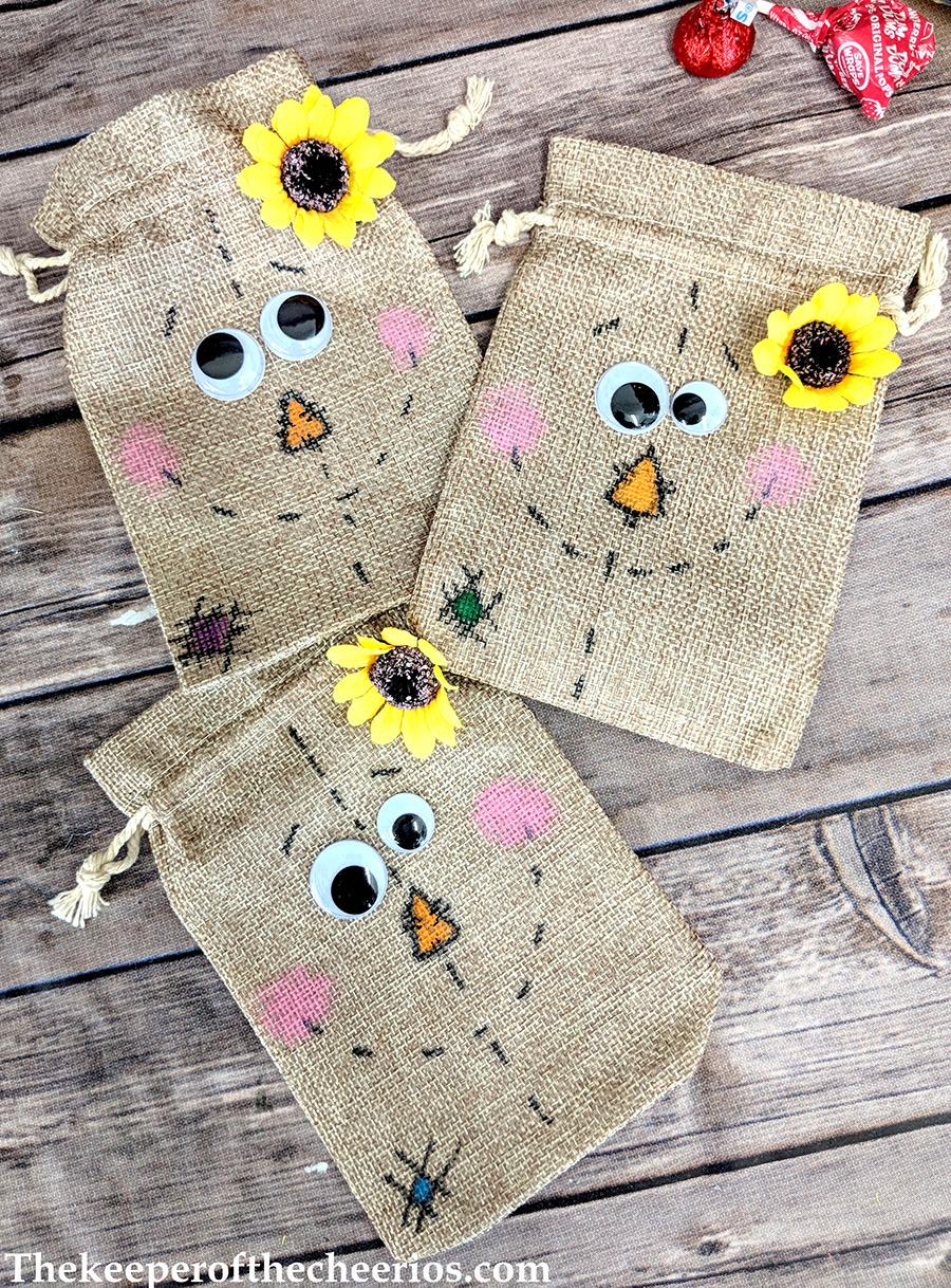 scarecrow-burlap-treat-bags-8