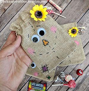 scarecrow-burlap-treat-bags-smm