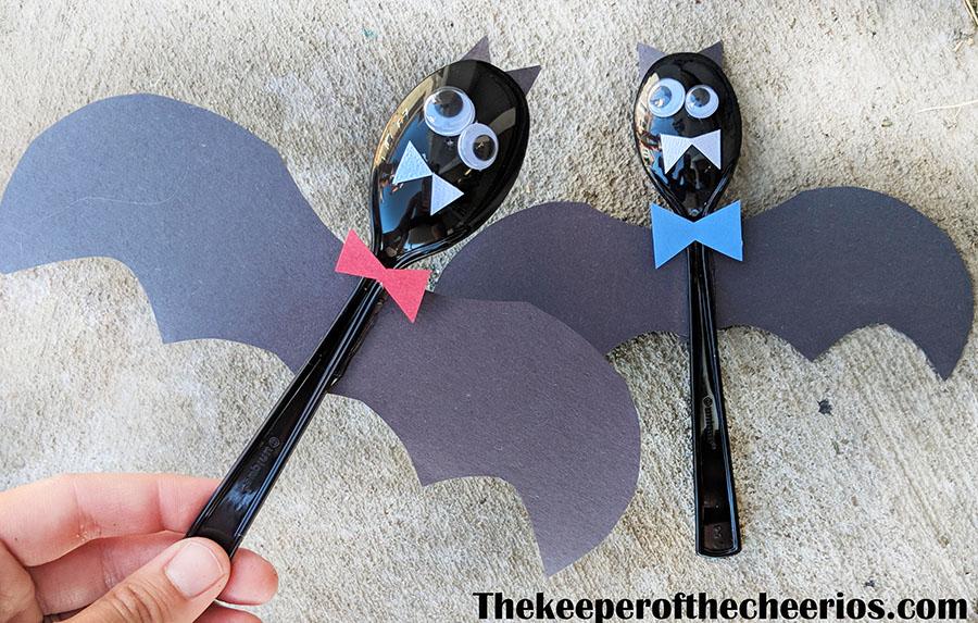 plastic-bat-spoons-2
