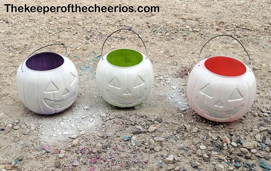 stacked-plastic-pumpkin-centerpiece-2