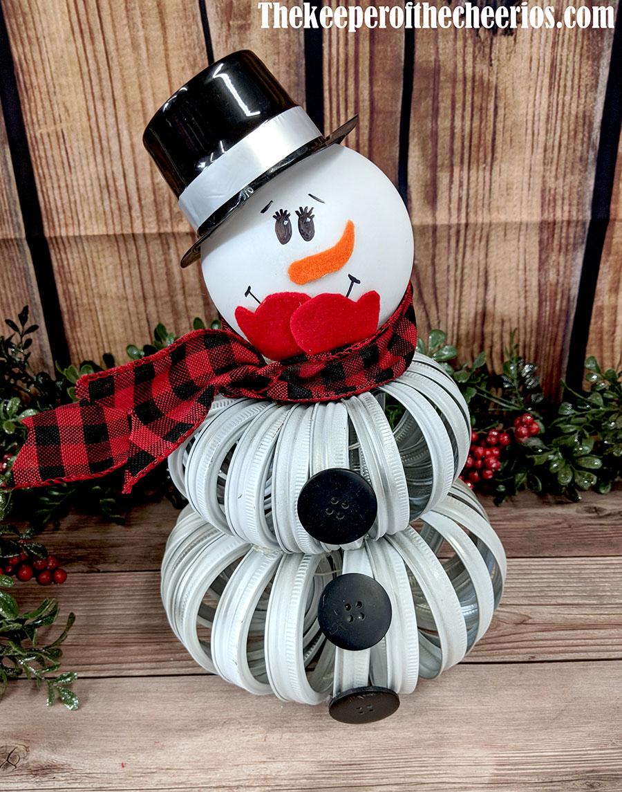 mason-jar-lid-snowman-1