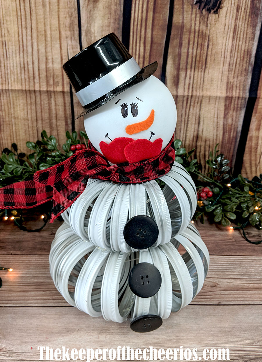 mason-jar-lid-snowman-2