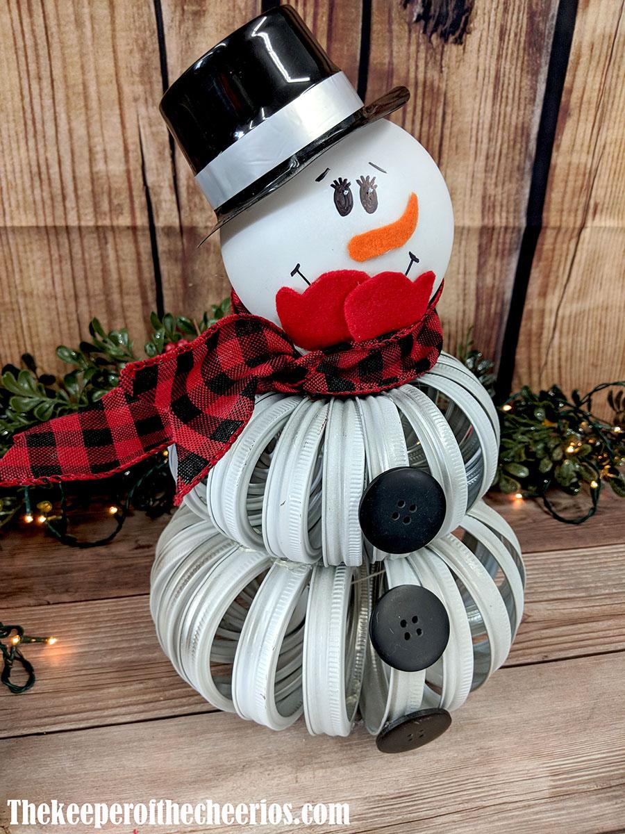 mason-jar-lid-snowman-3