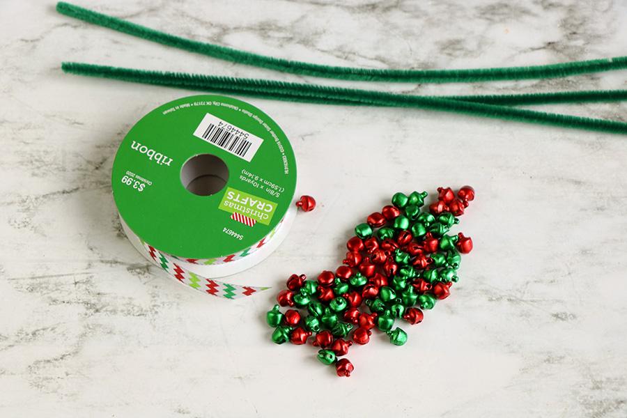 Jingle-Bell-Ornament-wreath-1