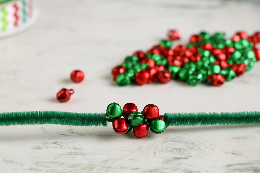 Jingle-Bell-Ornament-wreath-2