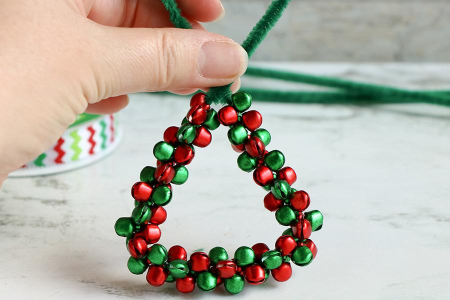 Jingle-Bell-Ornament-wreath-3