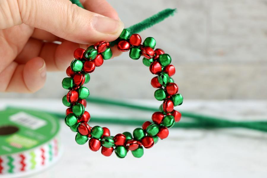 Jingle-Bell-Ornament-wreath-4