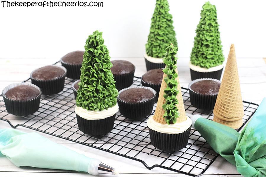 christmas-tree-cone-cupcakes-1