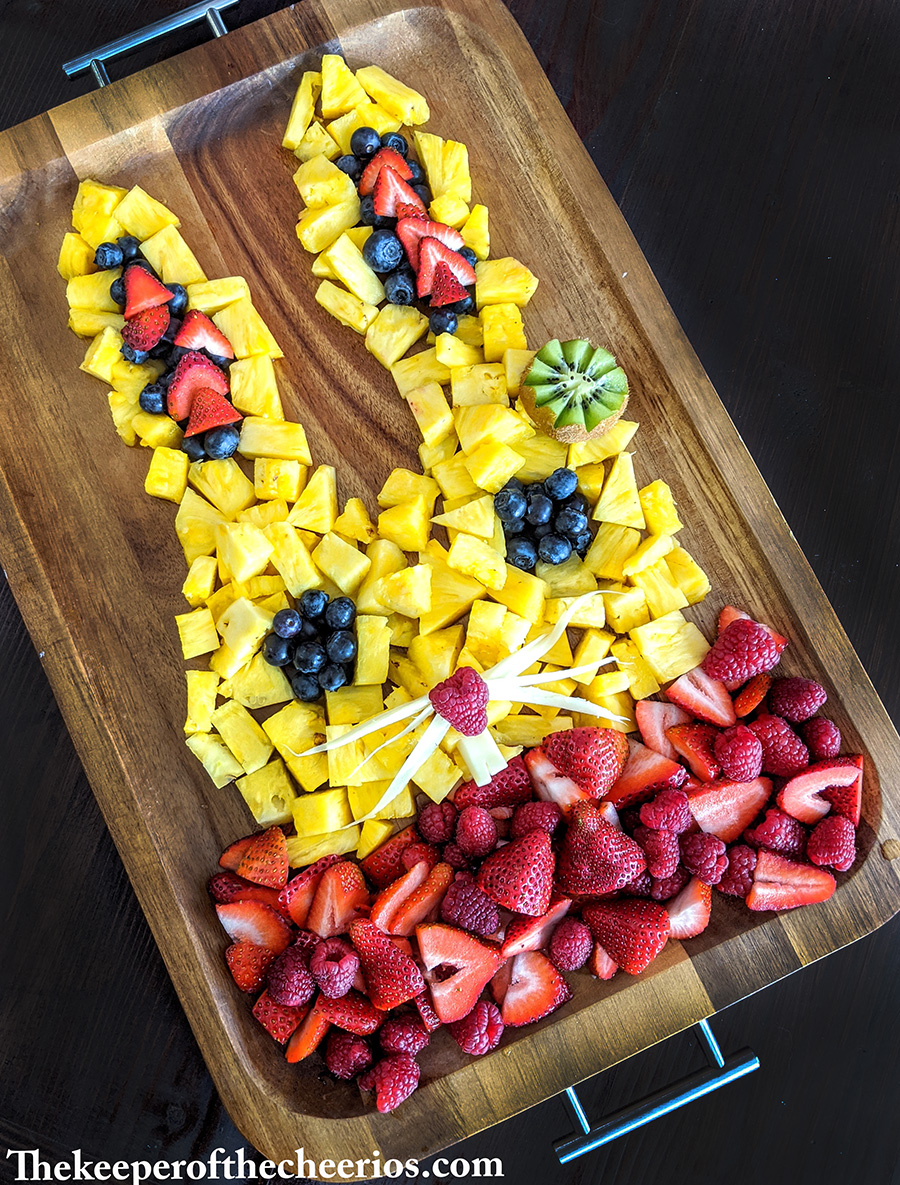 easter-fruit-tray-bunny
