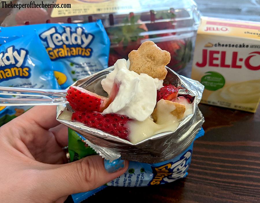 walking-strawberry-cheesecake-treat-2