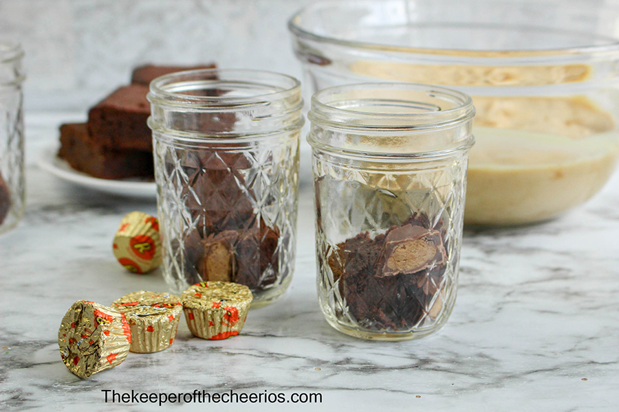 Reeses-Brownie-Parfait-jar-3
